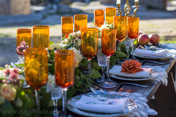 granada-centro-mesa-naranja-rosas-papel
