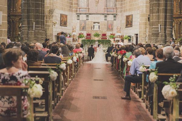 bodas miraMeh-iglesia-pasillo-B&U