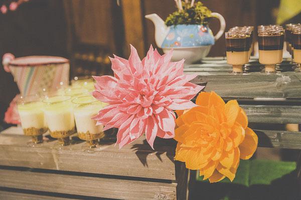 bodas miraMeh-mesadulce-detalles-floresdepapel-dalias-S&M