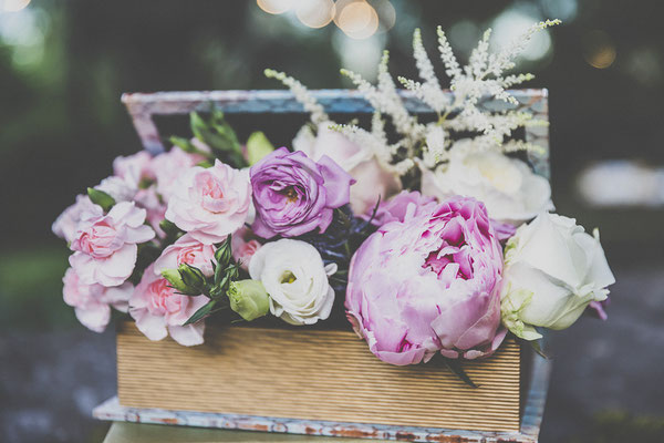 bodas miraMeh-detalles-seatingplan-peonías-rosas-S&M