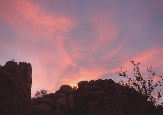 Morgenrot über den Granitfelsen