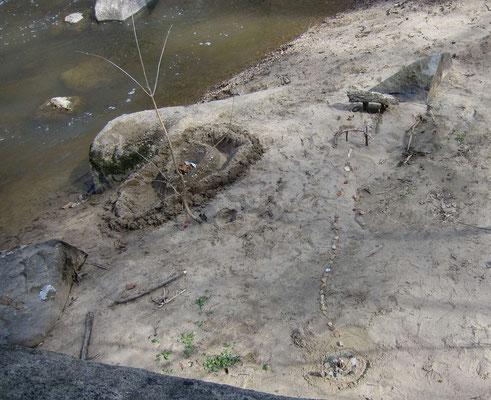 Was an einem Nachmittag alles entstehen kann - Sandspiele am Rock Creek