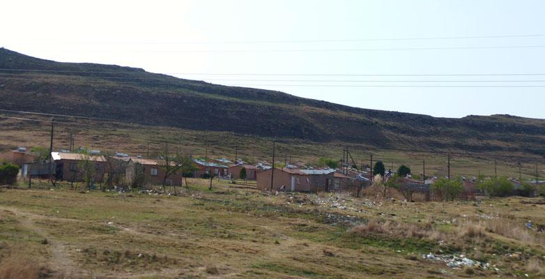 Viel Müll in der Umgebung von Siedlungen