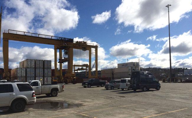 Unser Fahrzeug bereit zur Verschiffung am Containerhafen