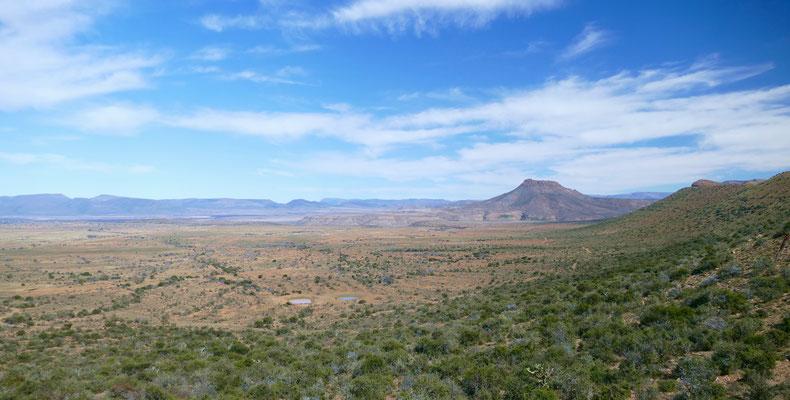Abfahrt von Graaff Reinet und Blick über die Karoo