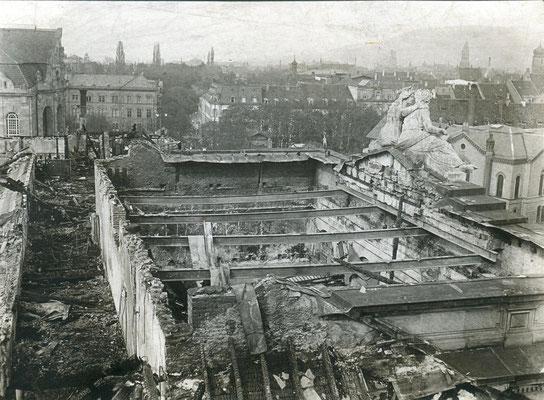 Getroffene Oberrealschule (Bild: Archiv Oehler)