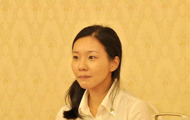 可愛い助手の斉藤雅恵さん