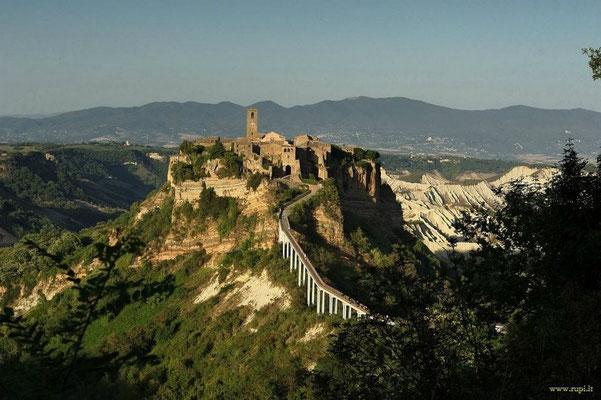 Civita di Bagnoregio, patrimonio dell'UNESCO a 30 minuti di auto