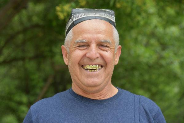 """typisches usbekisches Lachen - Goldzähne sind total """"in"""""""
