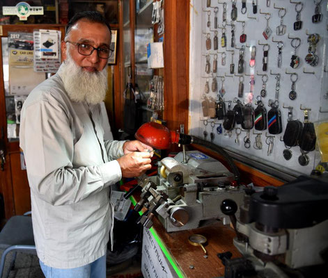 unser Freund Moqeem bei der Arbeit