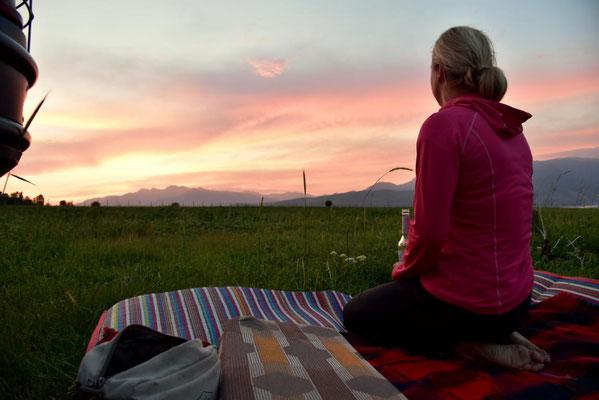 Sonnenuntergang in den Bergen Usbekistans