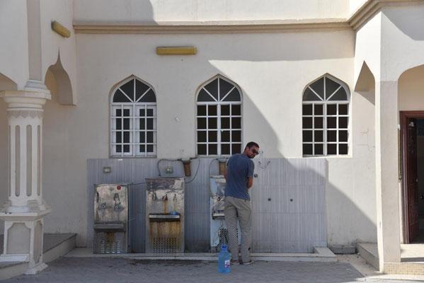 Trinkwasserstelle an einer Moschee in Hilf / Masirah Island