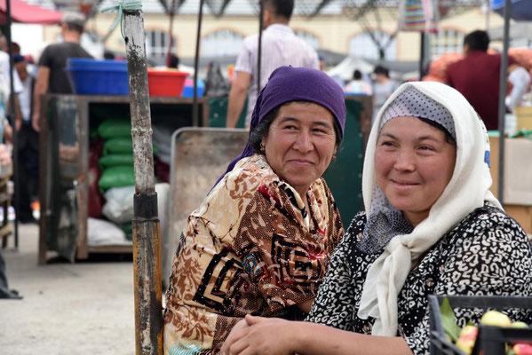 Marktfrauen auf dem Basar in Namangan