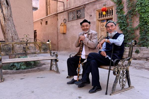 zwei Alte in der Altstadt