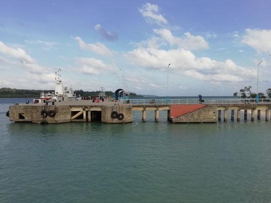 Bye Bye Thomy - nach der Absperrung - die letzten Meter zum Rettungsboot