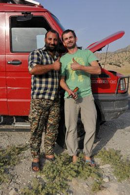 LKW-Fahrer Mohammed schaut nach dem Rechten