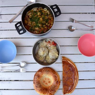 letztes kirgisisches Essen: Lagman und Manti