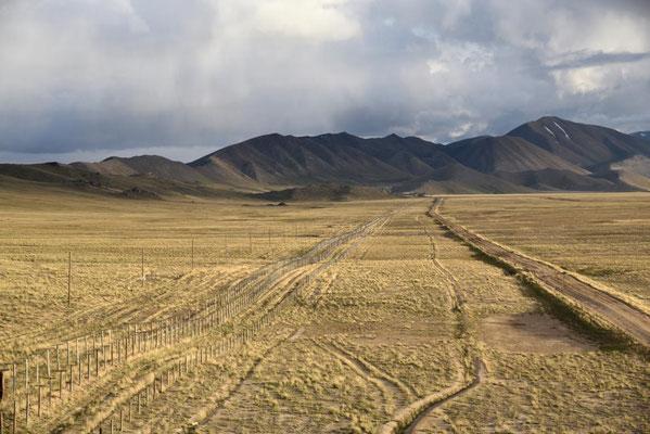 immer entlang am kirgisisch-chinesischen Grenzzaun