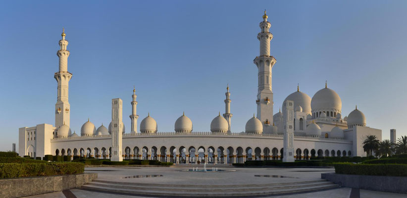 die Grand Zayed Moschee in Abu Dhabi