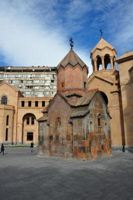 Yerevan - Kirche mit Block