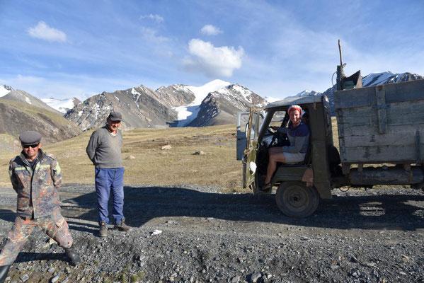 Probesitzen in einem russischem Allradbus
