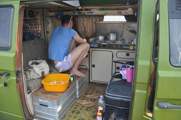 Janus beim Kochen 1