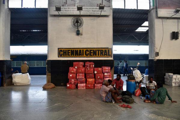 am Bahnhof in Chennai