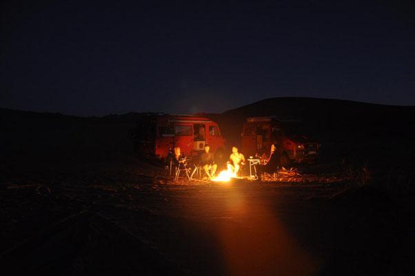 Lagerfeuer -  zum Glück, denn es ist nachts eisig kalt