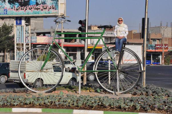 hat sich das etwa mit dem 200 Jahre alten Mannheimer Fahrrad bis hierher rumgesprochen?