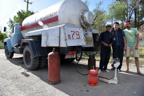 Gasauffüllen diesmal unkompliziert - deutsche & kirgisische Gewinde sind gleich