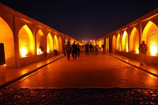 Se-O-Si Brücke bei Nacht