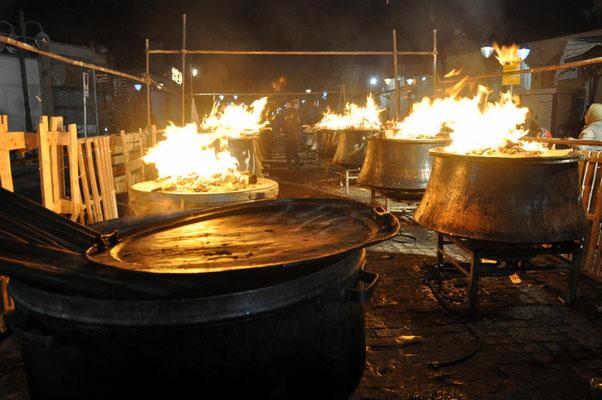 in der Nacht brennen nochmal die Feuer