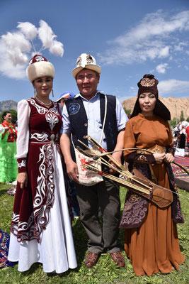 traditionelle kirgisische Trachten