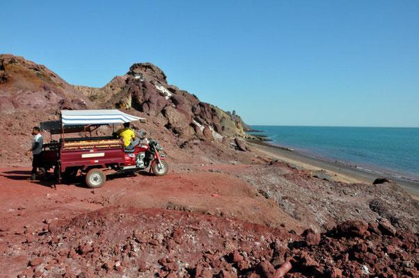 roter Strand auf Hormuz