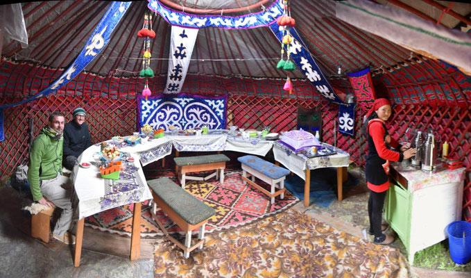 Abendessen in der Touri-Jurte