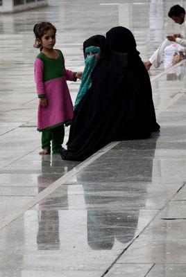Beobachterin in der Faisal Moschee