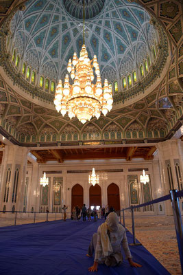 der in Bayern gefertigte Kronleuchter ist leider nur noch der 2. größte auf der Welt / der Größte hängt in Abu Dhabi