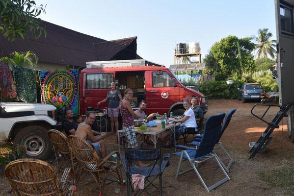 Ursel kocht für die Overlandergemeinschaft südindisches Essen