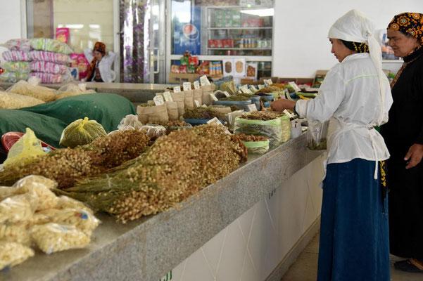 auf dem Markt in Asgabat - heimlich fotografieren