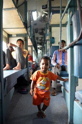 Poser im indischen Zug