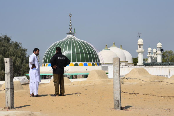 Saif verhandelt mit der Polizei