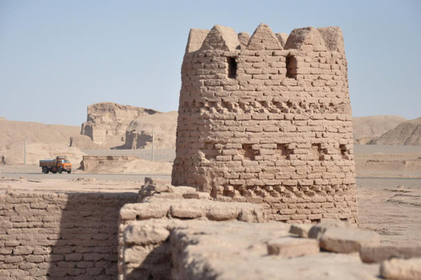 alte Karawanserei in der Wüste