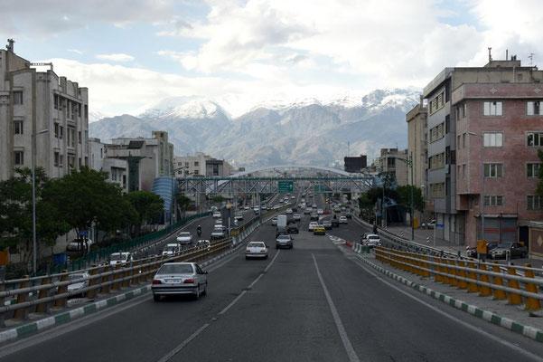 Einfahrt nach Teheran - ohne Stau