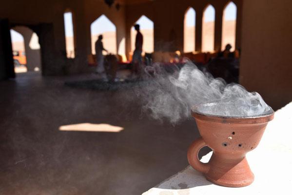ein Weihrauchschälchen steht in jedem omanischen Haus - auch hier im 1001 Nights Camp