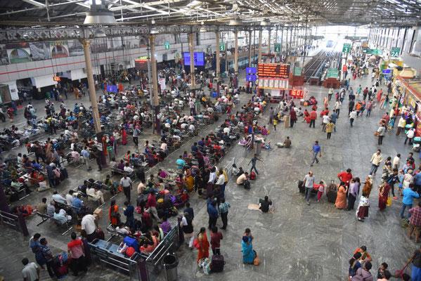 nur eine Stunde Aufenthalt am Bahnhof in Chennai - weiter gehts nach Kerala