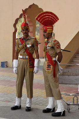 indische Grenzsoldaten - über 2 Meter groß