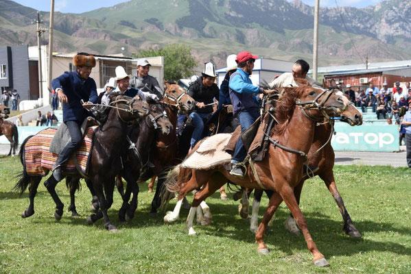 kirgisisches Reiterspiel mit Ziegenhautbalg