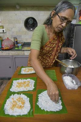Ashoks Mama bei der Zubereitung von Adda