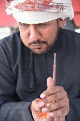 Omani mit Pfeife