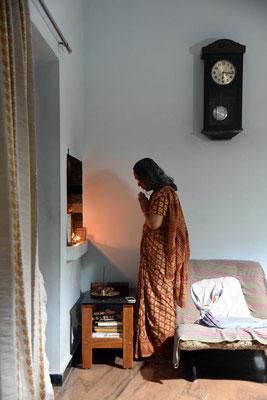 Ashoks Mama bei ihrer abendlichen Pooja